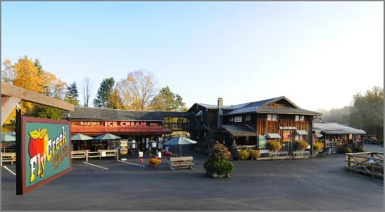 Fly Creek Cider Mill's Snack Barn Restaurant & Bakery: Snack Barn & Bakery