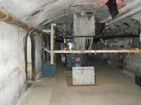 Old Jail Museum : To the left, right of the blue circle is the wire with chain. Look toward the floor to see the c