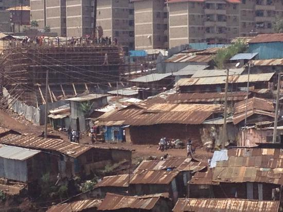 Kibera Tours: flat for the rich rising behind Kibera, slum with 800.000 people