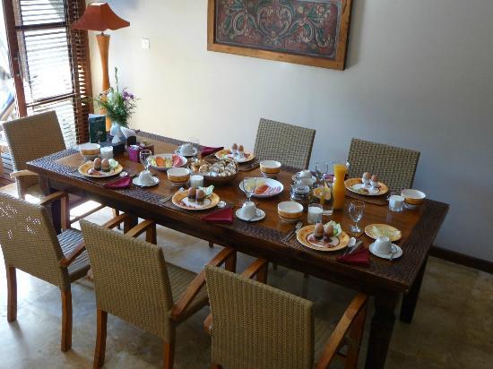 Ajanta Villas: klaargemaakt ontbijt, maar er komt nog meer!