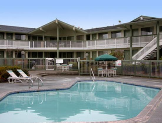 Days Inn Auburn: Pool