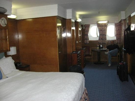 The Queen Mary: King Deluxe room