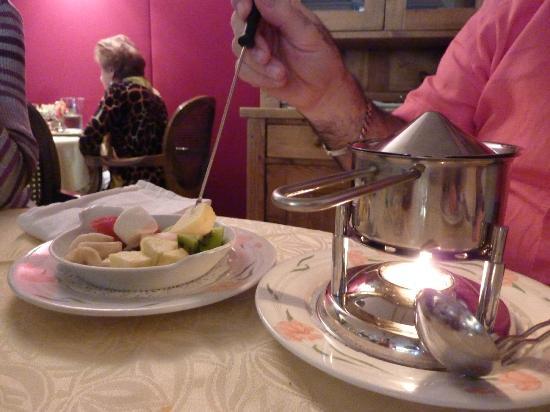 Sur le Chemin des Bories: trempette au fruit façon fondue au chocolat