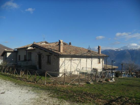 Agriturismo Santa Serena: Alloggi (visuale est) 
