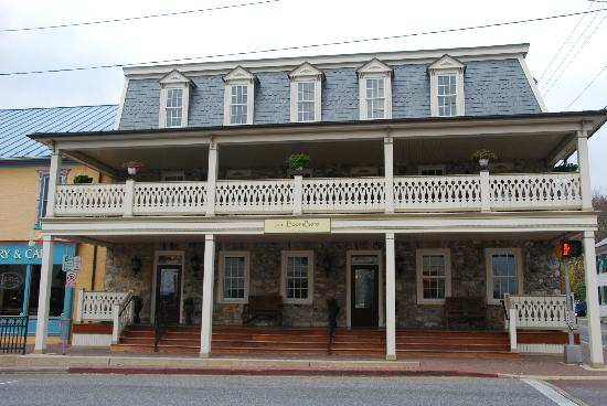 Inn BoonsBoro: Front of Inn