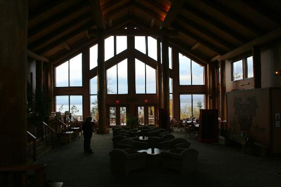 Tsa-Kwa-Luten Lodge: The entrance/lobby is also a games room.  Lofty ceilings, fireplace and enormous wood beams.