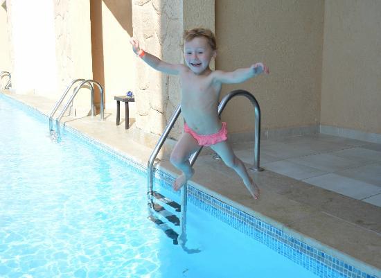 Coral Sea Aqua Club Resort: swim up room