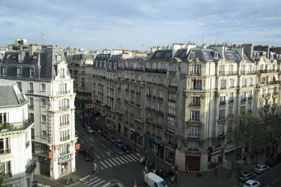 ฮอลิเดย์อินน์ปารีส บาสตีย์: View from our 6th Floor room. Loved that we could open our window wide!