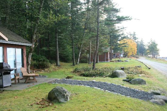 Tsa-Kwa-Luten Lodge: Grounds are beautiful in late Fall.