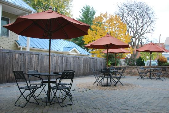Inn BoonsBoro: Back Patio