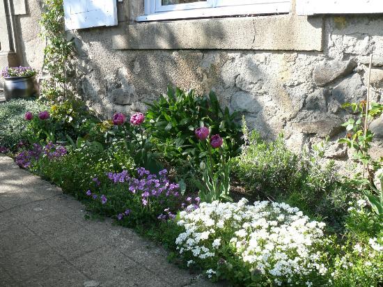Chalinargues, Frankrike: Fleurs du Jardin