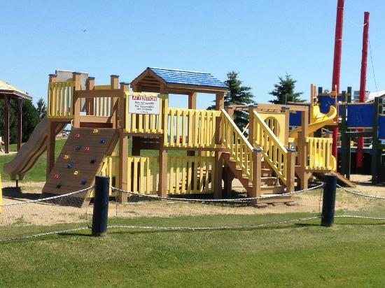 Super 8 Caraquet: Play area near the hotel