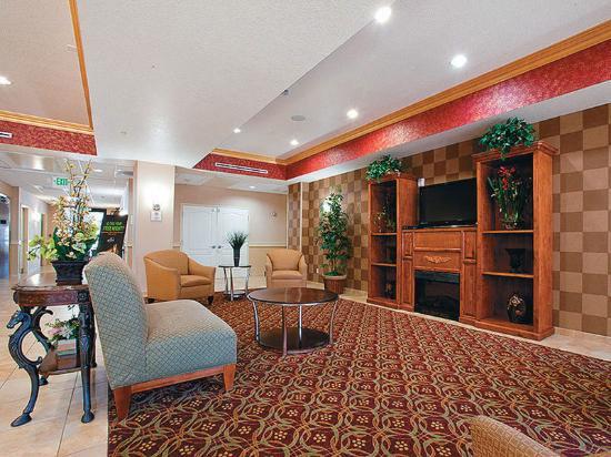 La Quinta Inn & Suites Temecula: Lobby view