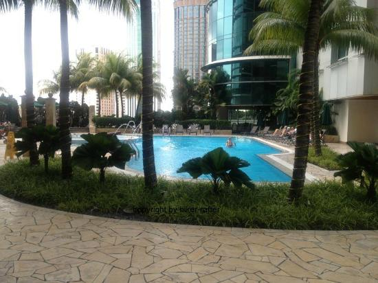 Pullman Kuala Lumpur City Centre Hotel And Residences: Swimming pool
