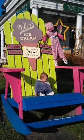 Brandon Inn: Be sure to get some Ice Cream next door !!!