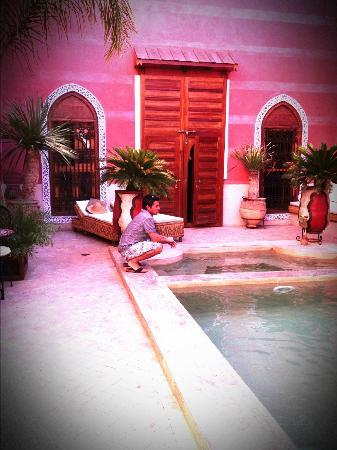 Riad Alili: La porte de la suite de nos amis donnant sur la piscine