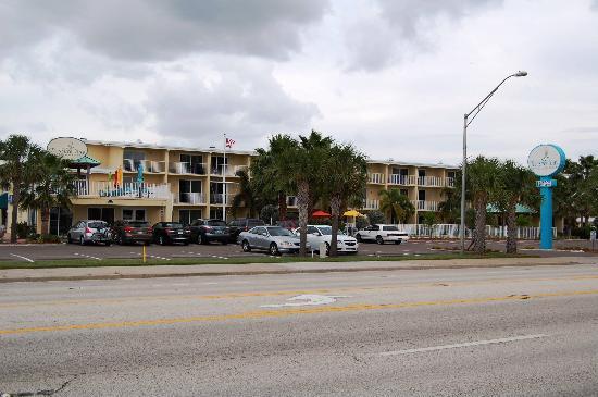 Treasure Bay Resort & Marina: Hotelfront von der Straßenseite