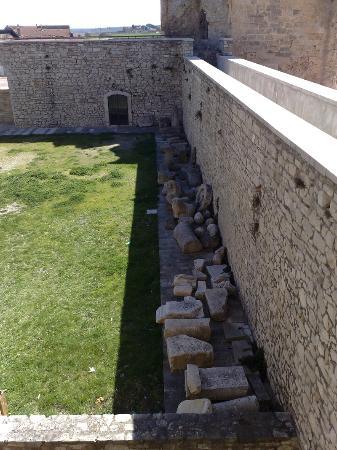 Museo Archeologico Nazionale di Venosa: Castello Pirro del Balzo (interno 2)