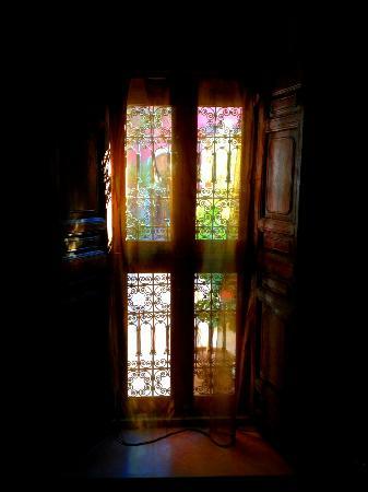 Riad Alili: fenêtre intérieure suite