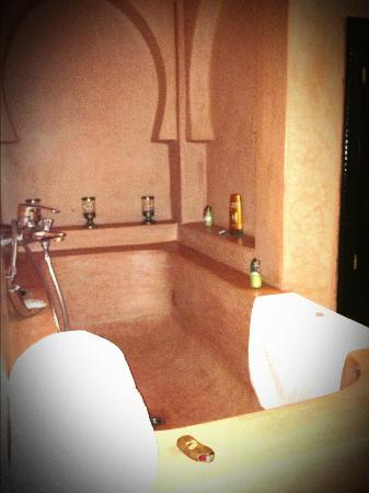Riad Alili: la salle de bain de notre suite