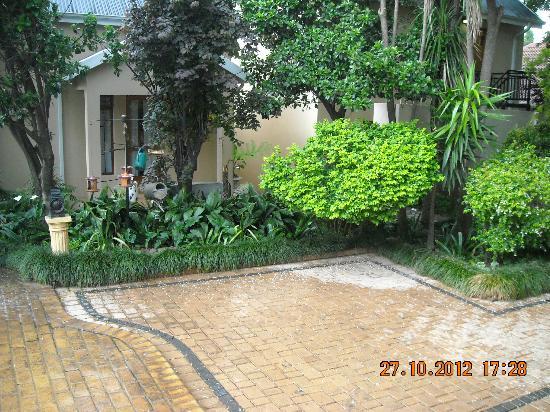 Del Roza Guest House: Outside decor