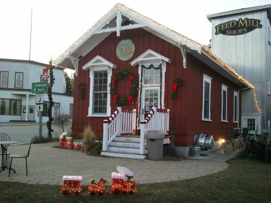Off the Rail Cafe: Christmas decorations at Off The Rail