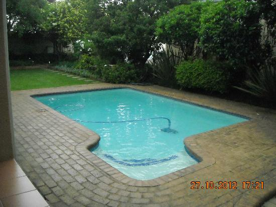 Del Roza Guest House: Swimming pool (not heated)
