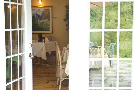 Auberge-Spa Le Madrigal: Salle à manger et terrasse