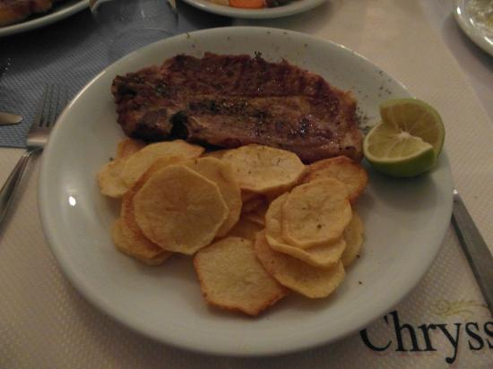 Chryssana Beach Hotel: Pork Chop with homemade chips