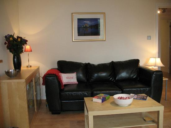 Atholl Brae Royal Mile: Lounge, with big comfy leather settees