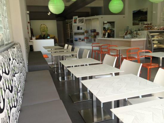 Lluvia Deli Bar & Artefacto: Seating Area & Gallery