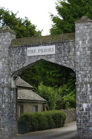The Priory Hotel & Restaurant: Entrance