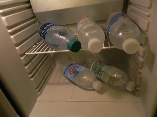 Hotel Italia: bottigline aperte nel frigobar