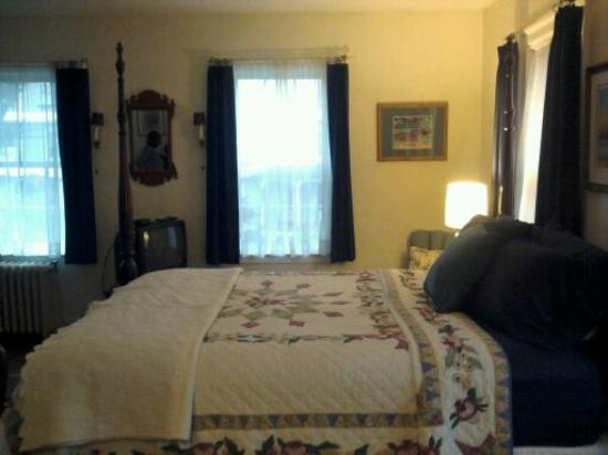 The Centennial House Bed and Breakfast: Room
