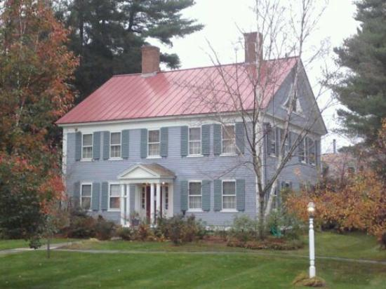 The Centennial House Bed and Breakfast: B&B