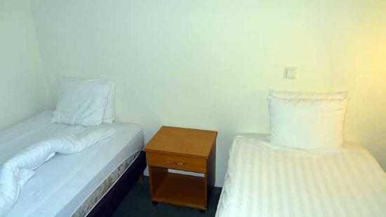 سنتر هوتل سكالدبريد: Bed room 