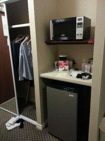 Best Western Plus Seattle/Federal Way: Micro, coffee, fridge