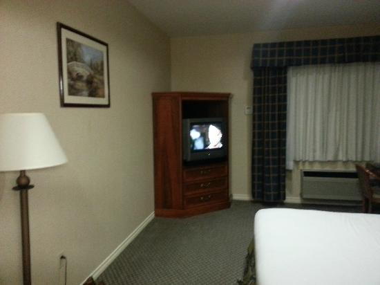 Best Western Plus Seattle/Federal Way: Room 119 - crt TV, not flat screen (as of Oct 2012)