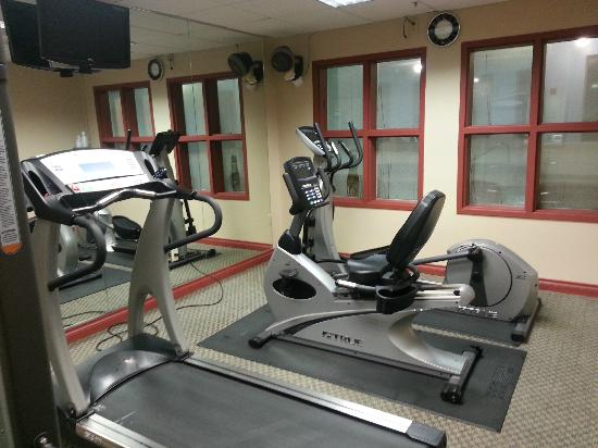 BEST WESTERN Plus Evergreen Inn & Suites: Work out room -