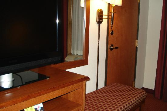 Wingate by Wyndham Vienna Parkersburg: TV