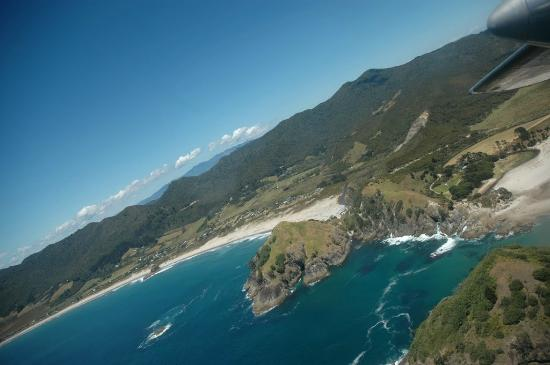 Go Great Barrier Island - Day Tours : medlands from the air