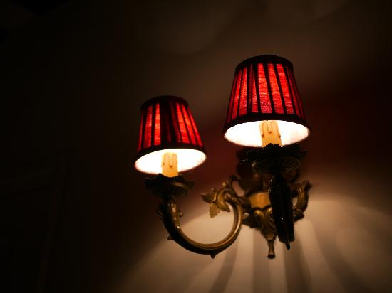 أوتل لوي تو سانت جيرمين: 部屋のランプ 