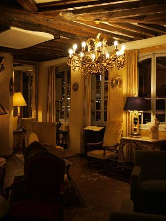 Hotel Louis 2: レセプション横