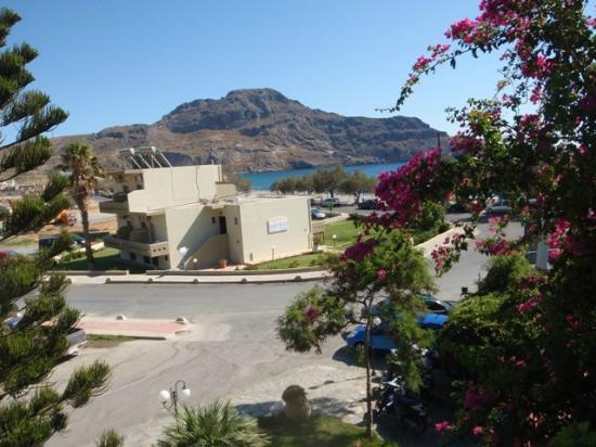 Hotel Alianthos Garden: camera con vista mare