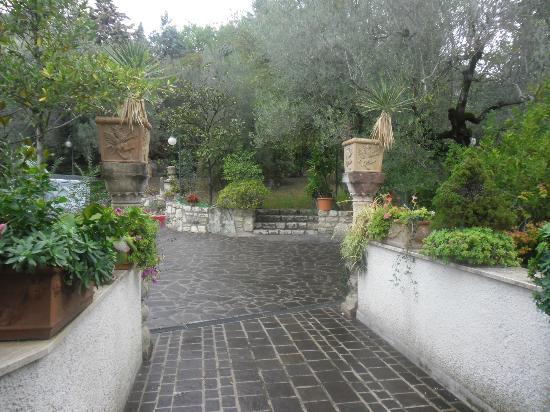 Hotel  le Rocce sas: giardino