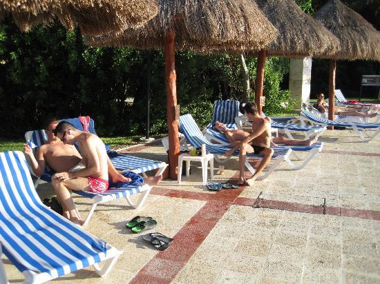Grand Bahia Principe Coba: chairs beside the pool. no waiters anywhere.