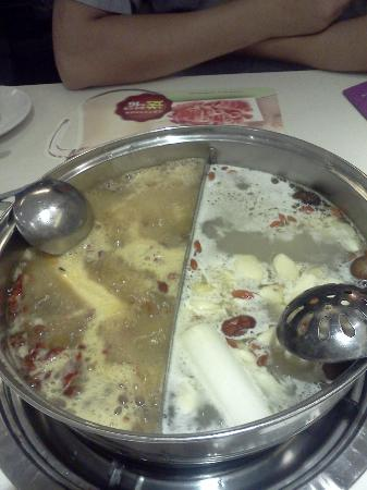 Royal Marina Plaza: Hot pot at Little Sheep.  One side spicy, one side average.