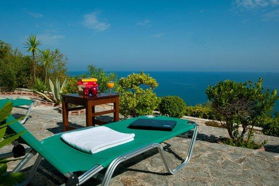 Villa Contessa: Studios Sun deck