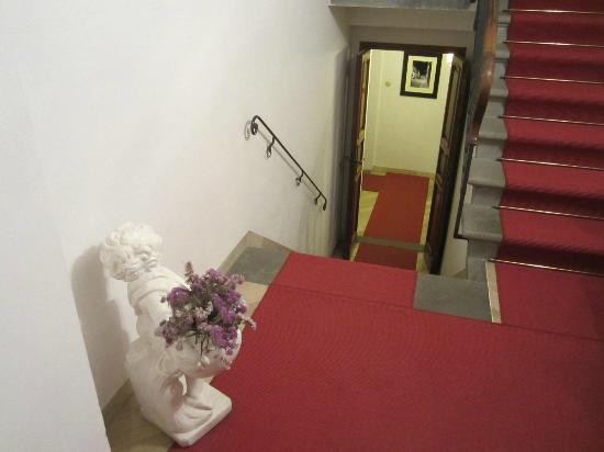 Fiorenza B&B: Look down the stairs