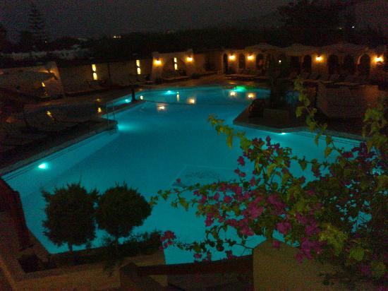 Gaia Garden: Basen wieczorem